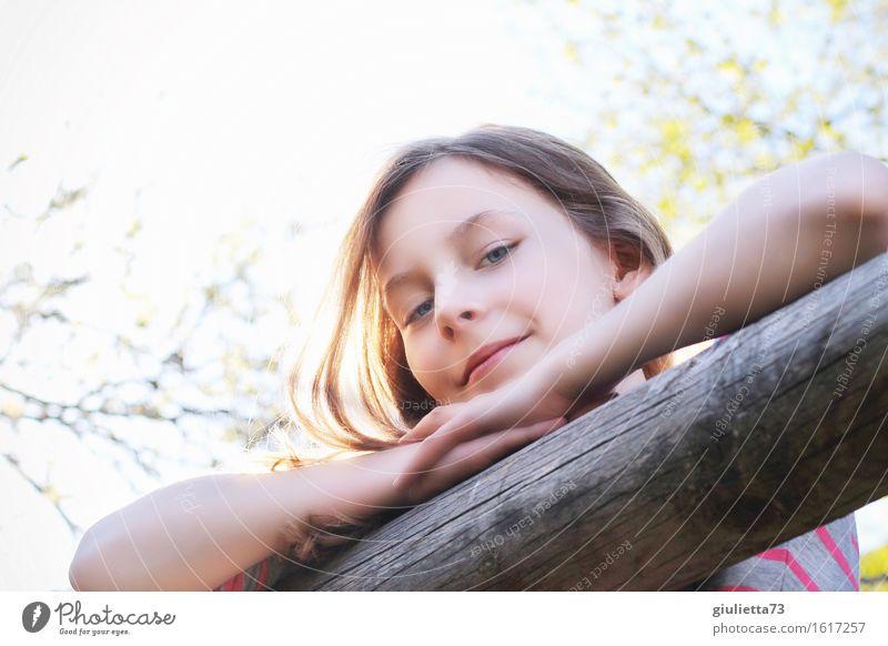 Hey! ;) Lifestyle Freizeit & Hobby Spielen Garten feminin Kind Mädchen Kindheit Jugendliche Leben 1 Mensch 8-13 Jahre langhaarig Lächeln Blick schön