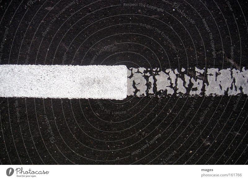NeuAlt alt weiß schwarz Straße Farbstoff Linie Graffiti Straßenverkehr Schilder & Markierungen Vergänglichkeit Grenze Verfall Bürgersteig Verkehrswege Parkplatz satt