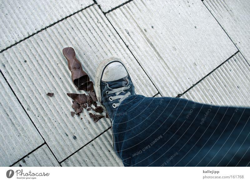 morgen kommt der osterhase Beine Fuß Ernährung kaputt Ostern Schokolade Zerstörung Turnschuh Feiertag Konsum treten