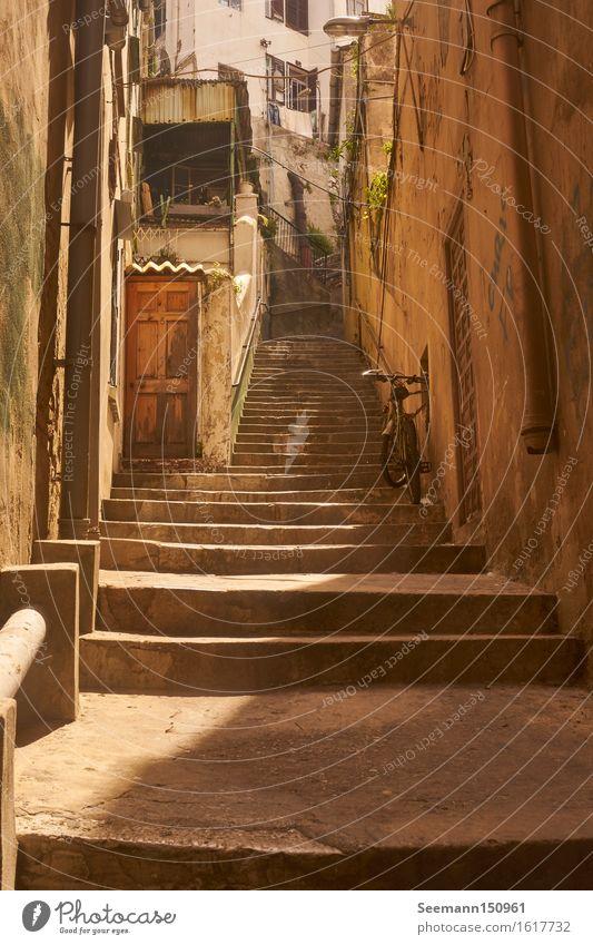 Treppe mit Fahrrad Ferien & Urlaub & Reisen Abenteuer Ferne Städtereise Fahrradtour Fahrradfahren Gibraltar Großbritannien Europa Hauptstadt Hafenstadt Altstadt
