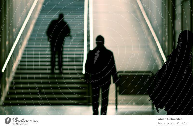 situations Mensch gehen Treppe U-Bahn Bahnhof Schatten Erscheinung Untergrund kreuzen versetzt