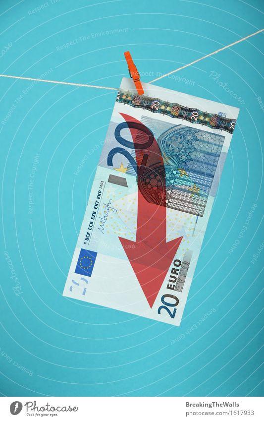 Europäische Wirtschaftskrise, Rückgang der Euro-Währung Geld Kapitalwirtschaft Börse Business Seil Eurozeichen Pfeil blau rot Krise Todesangst Zusammenhalt