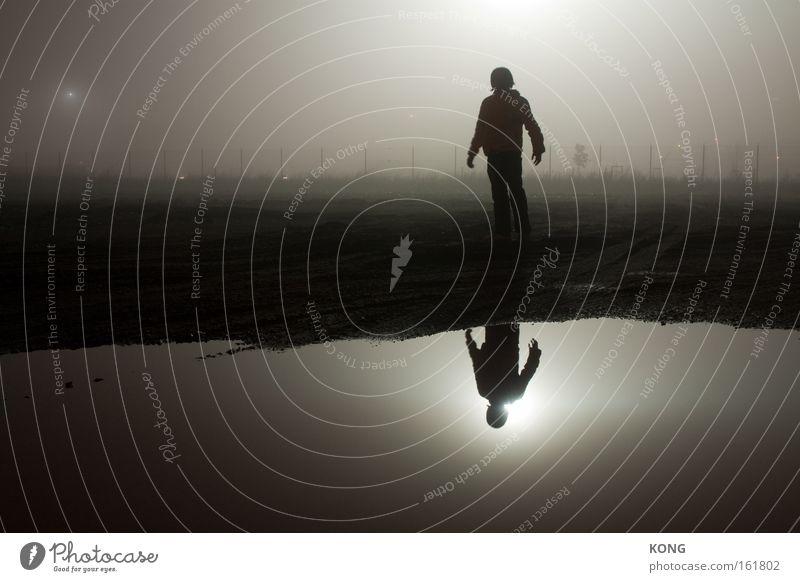 falscher heiligenschein Wasser Denken Stimmung Nebel Reflexion & Spiegelung Geister u. Gespenster Verstand mystisch Scheinwerfer Doppelbelichtung strahlend