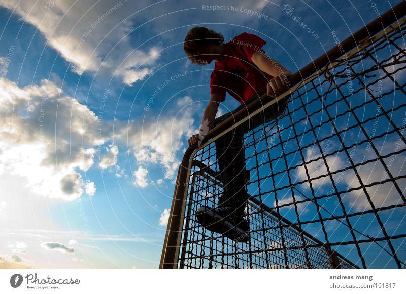 flucht Jugendliche Freiheit Klettern Zaun Flucht Justizvollzugsanstalt Gitter Käfig entkommen