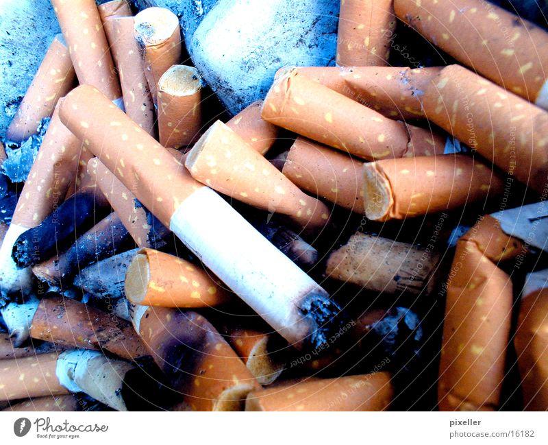 ascher Rauch Zigarette Aschenbecher Zigarettenstummel