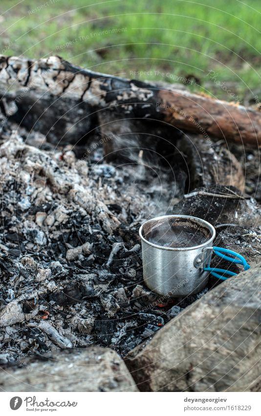 Kaffee am Lagerfeuer machen Tee Topf Ferien & Urlaub & Reisen Abenteuer Camping Sommer Natur Wald Metall Stahl alt heiß natürlich schwarz Feuer Feuerstelle