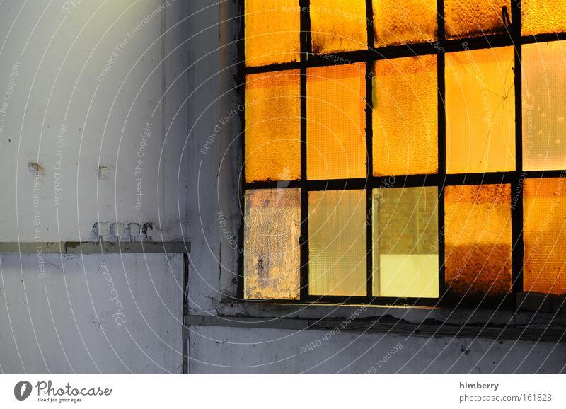 aussichtslos alt Stadt gelb Wand Fenster Mauer Gebäude Kunst dreckig Architektur Glas Industrie retro Industriefotografie Fabrik