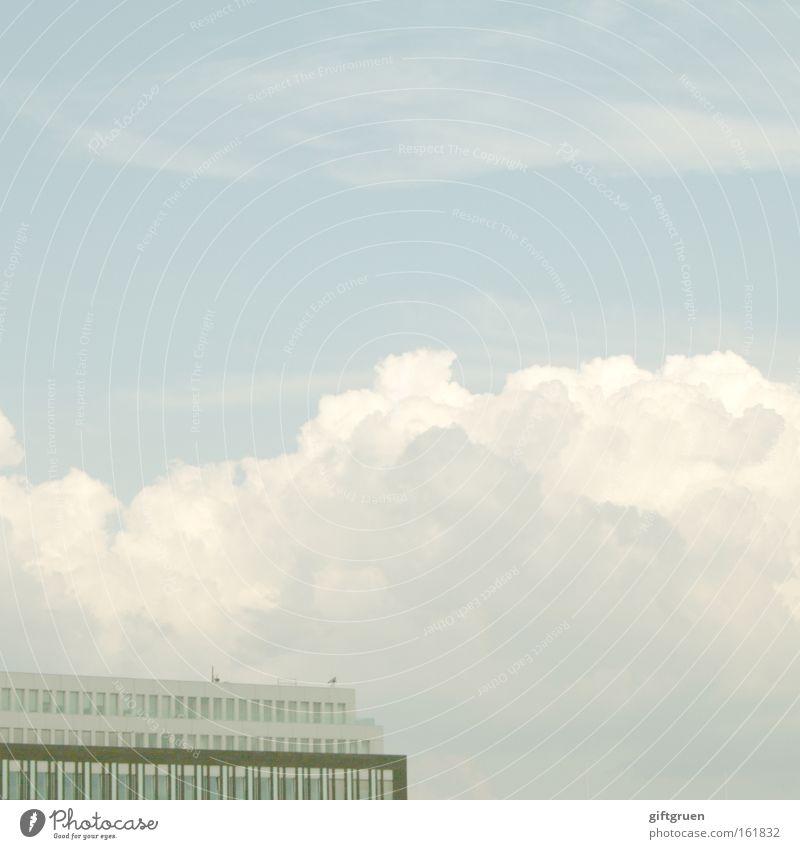 anything, nothing, whatever, oh well Himmel blau Haus Wolken Ferne Gebäude Architektur leer bleich Schwäche Gleichgültigkeit