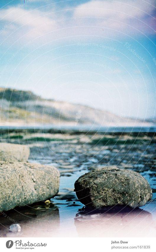 Feuchtgebiete Natur Wasser Meer Landschaft ruhig Wolken Strand Küste Stein Felsen Regen nass Schönes Wetter Sehnsucht Fernweh Pfütze