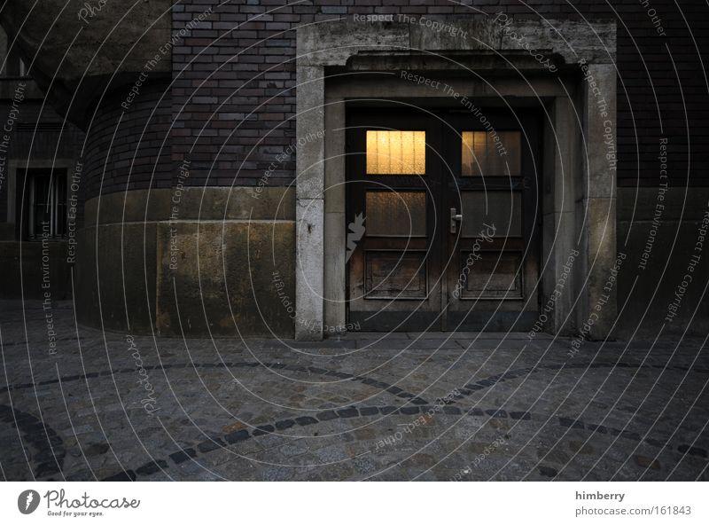 come in and find out Stadt Haus dunkel Wand Fenster Mauer Gebäude Angst Architektur Deutschland Tür Fassade Baustelle Burg oder Schloss Denkmal