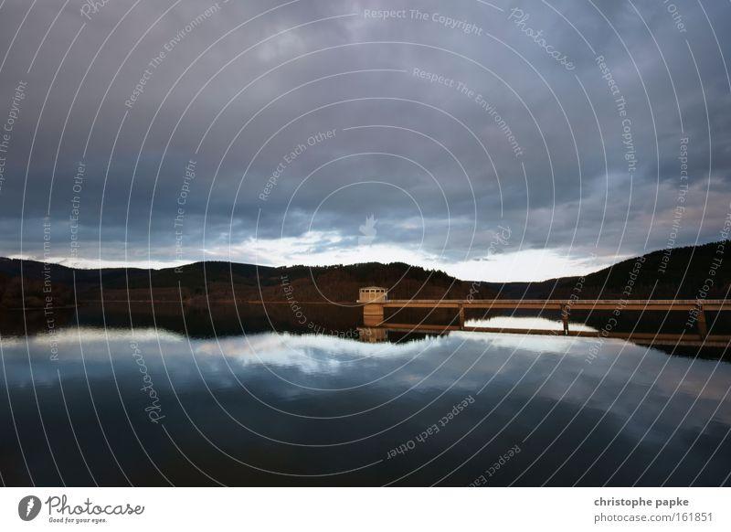 In der Ruhe liegt die Kraft Natur Wasser ruhig Berge u. Gebirge See Landschaft Umwelt Brücke Turm Reflexion & Spiegelung Sonnenuntergang Umweltschutz dramatisch