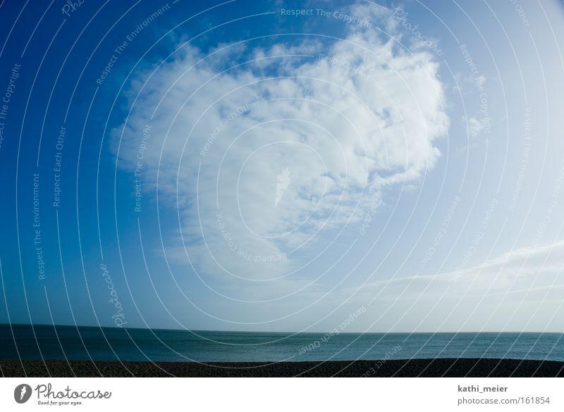 Irland im März_2 Himmel blau Meer Freude Strand Wolken Ferne Küste Zusammensein Wellen Angst Herz warten Ausflug Unendlichkeit Sehnsucht