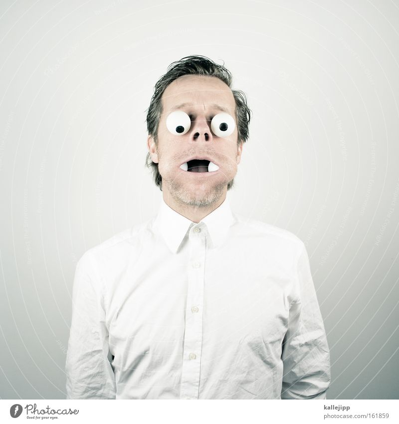 den mund zu voll nehmen Auge Mensch Comic Hemd weiß Wange Glubschauge Schock Mann Pupille Augenzeuge Blick karikatur Augenheilkunde