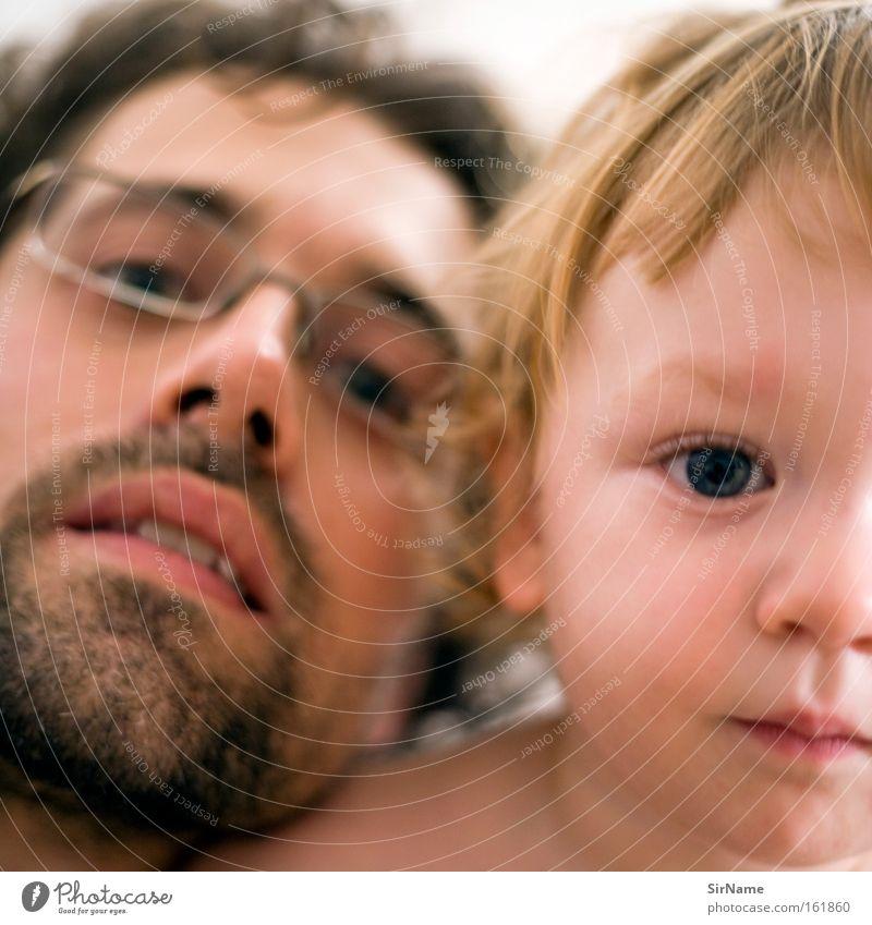 74 [vater und sohn] Kind Mann Erwachsene Auge Liebe Junge Haut Baby Vertrauen nah Kleinkind Intimität verwandt Vatergefühl