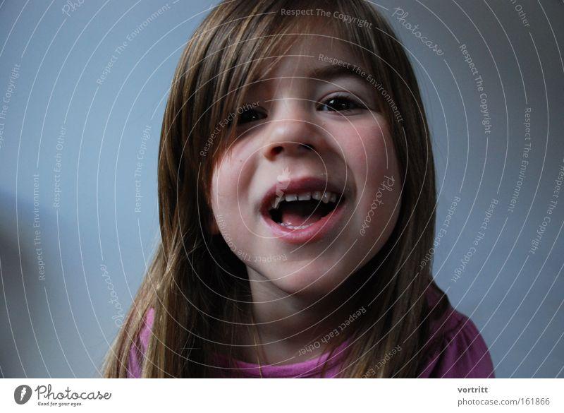 dafür krieg ich kuchen Mensch Mädchen Porträt Haare & Frisuren Zähne Mund Kopf Kind frech abrupt Morgen unschuldig Leben aufstehen Kleinkind