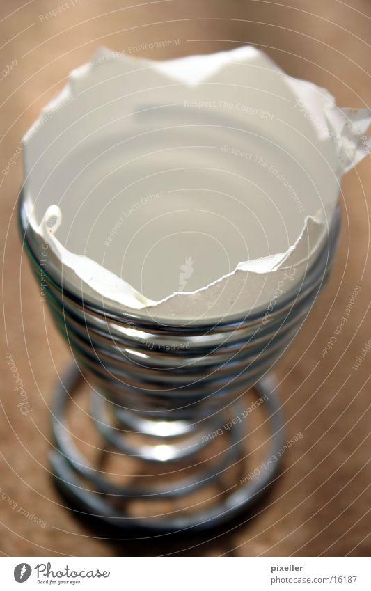 Frühstück von gestern Eierbecher fertig gebrochen Ernährung Metall leer Schalen & Schüsseln