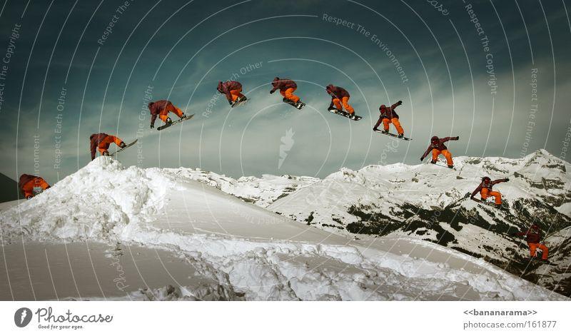 Fly away Wintersport Sport Schnee Stil fliegen groß Aktion Alpen Reihe Panorama (Bildformat) Trick Snowboarding Funsport Extremsport