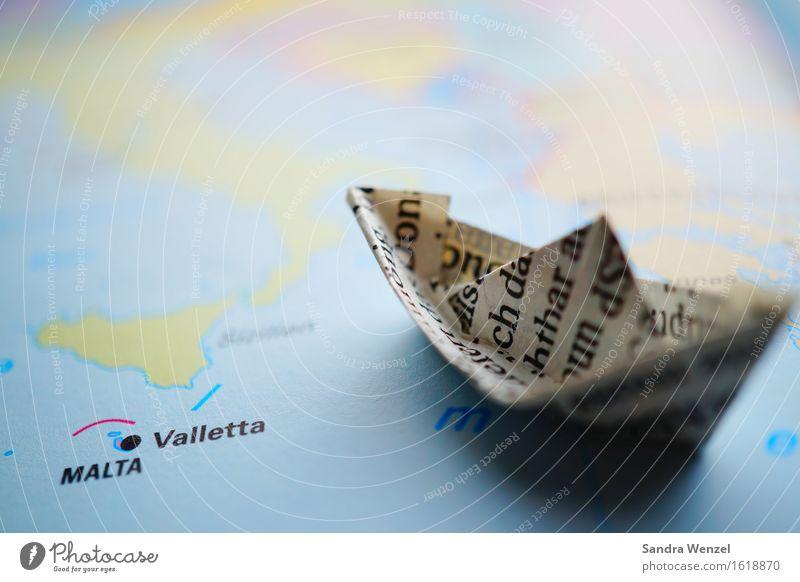 Papierschiff Wasser Meer Schwimmen & Baden Angst Wellen gefährlich Insel Europa Italien Buchstaben Zukunftsangst Schifffahrt Krieg Flucht Segelboot Kreuzfahrt