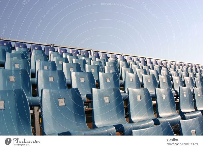 just sitting Tribüne Publikum Stuhl Freizeit & Hobby blau warten sitzen