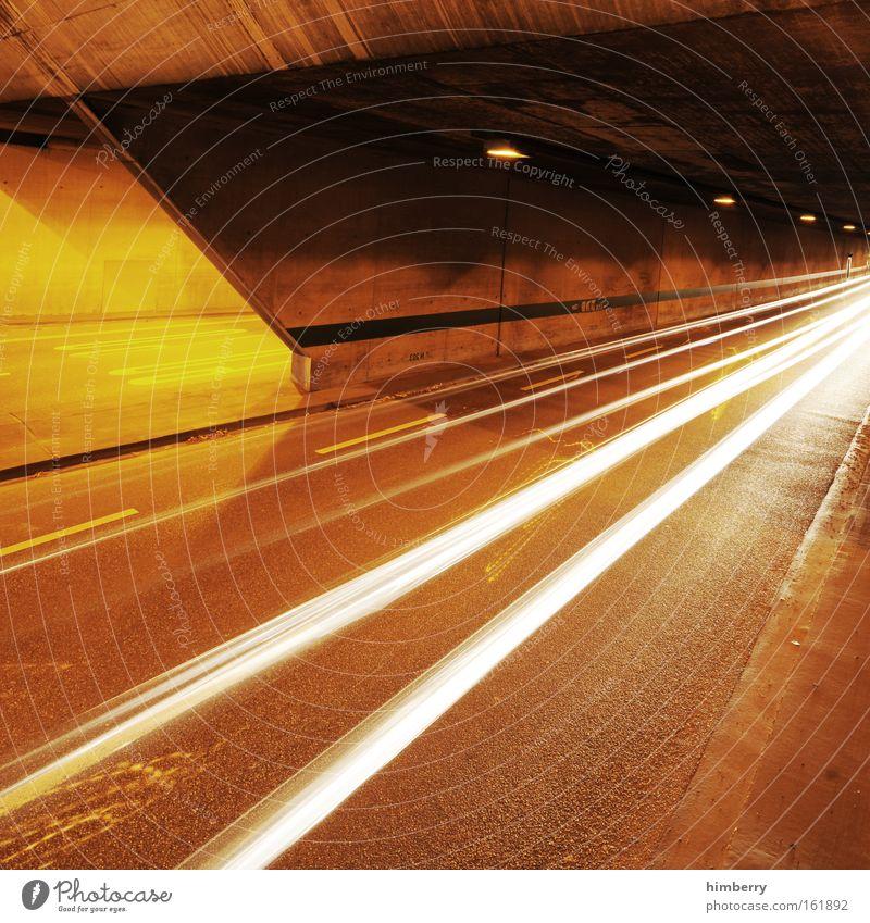 catch me if u can gelb Straße Bewegung Straßenverkehr Design Verkehr Geschwindigkeit Energiewirtschaft Zukunft Güterverkehr & Logistik bedrohlich Autobahn Tunnel Rennsport Mobilität Verkehrswege