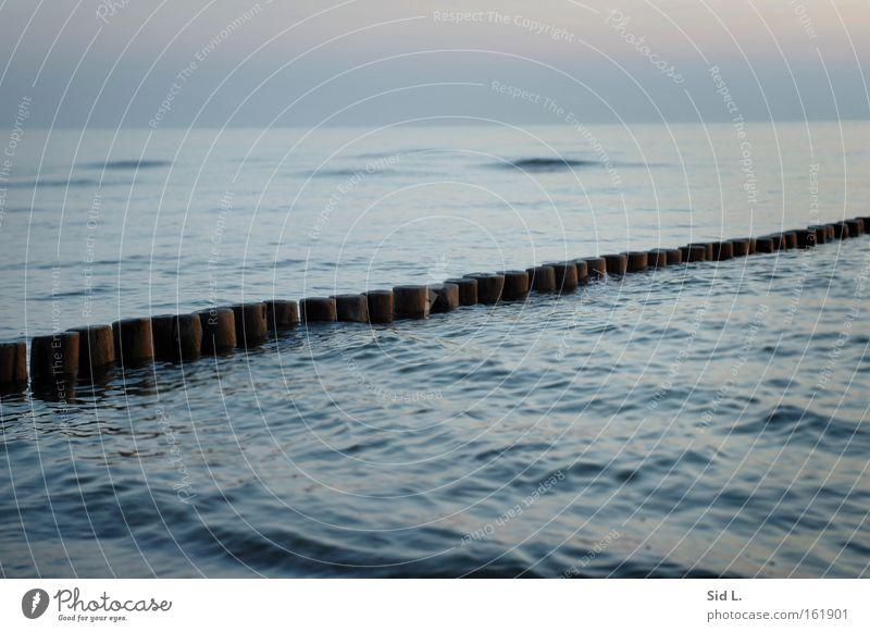 Man braucht nur eine Insel Hiddensee Wellen Dämmerung Buhne ruhig blau Denken Abend Wasser Meer Frieden
