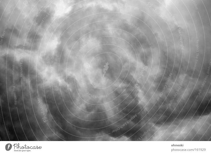 Da braut sich was zusammen Himmel Wolken dunkel Herbst Regen Angst Wetter Sturm Gewitter Panik unheimlich Meteorologie Donnern Gewitterwolken Niederschlag