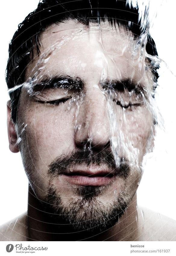 Aufgewacht !!! Mann aufwachen Wasser Gesicht Porträt frisch kalt Mensch nass erfrischen Unter der Dusche (Aktivität)