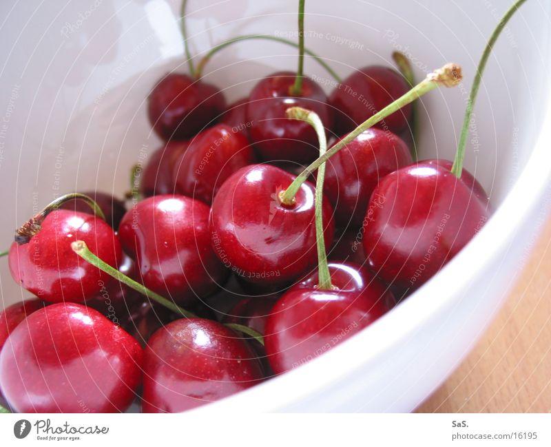 gut Kirschen essen rot knackig fruchtig Stengel lecker rund Makroaufnahme Nahaufnahme Frucht Cherry Ernte Vegetarische Ernährung Schalen & Schüsseln
