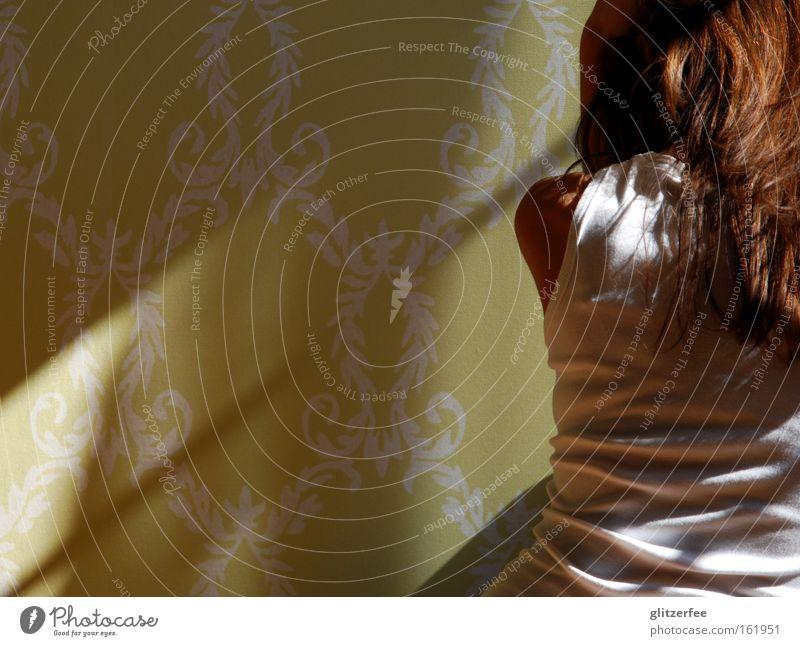 just hold me Frau Rücken Haare & Frisuren T-Shirt weiß Licht Schatten Angst zurückziehen untergehen ruhig Tapete grün brünett Panik Jugendliche self