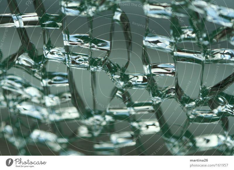 Zellverbund Farbfoto Gedeckte Farben Nahaufnahme Makroaufnahme abstrakt Strukturen & Formen Reflexion & Spiegelung Fenster Glas kaputt grau grün kalt Misserfolg
