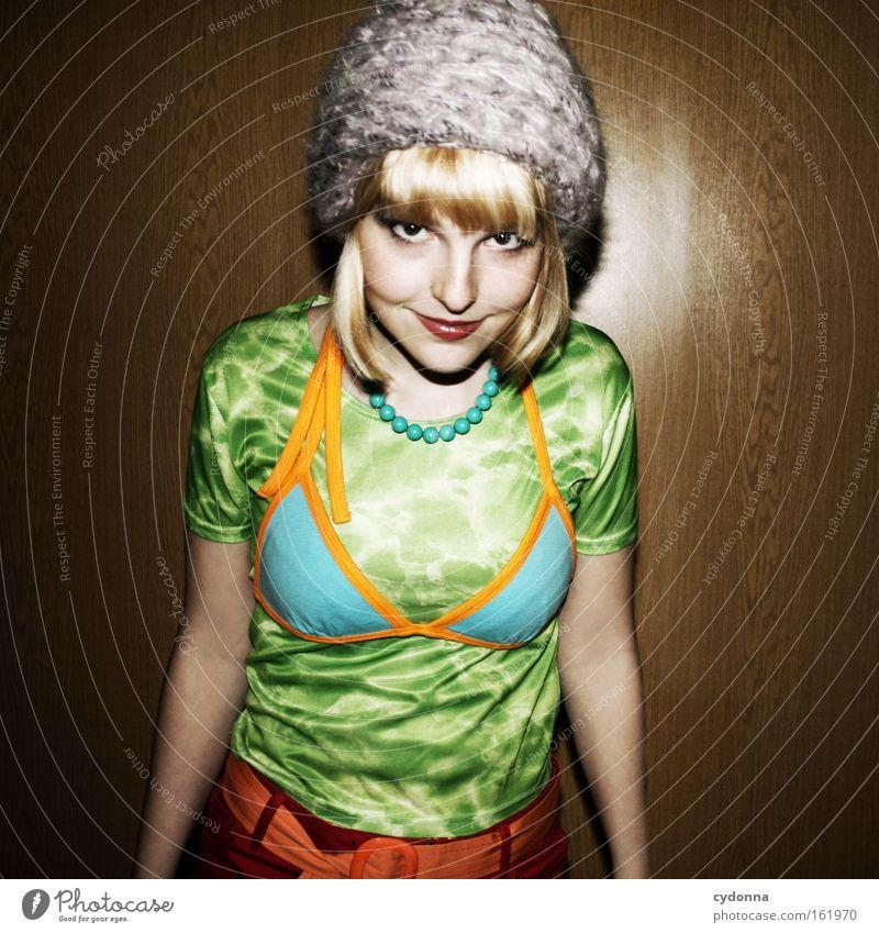 Auch nicht besser Frau Mensch schön Freude Party Mode Karneval Club Mut trashig Mütze Humor attraktiv selbstbewußt Geschmackssinn