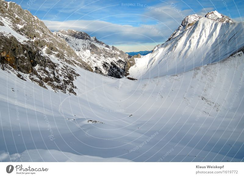 Spur im Eis Landschaft Winter Frost Schnee Felsen Alpen Berge u. Gebirge entdecken kalt blau weiß Willensstärke Einsamkeit Farbfoto Außenaufnahme