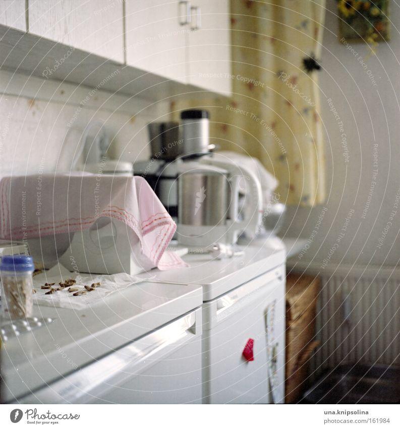 kü..che Wohnung Möbel Küche Reinigen Haushalt Schrank Gerät Kühlschrank Kochen u. Garen u. Backen Elektrisches Küchengerät Alltagsfotografie Farbfoto