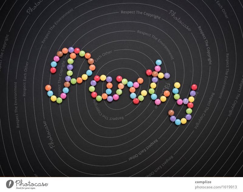 Party! Kind Freude Essen Feste & Feiern Lebensmittel Design Musik Ernährung Geburtstag Schriftzeichen Tanzen süß Kitsch Süßwaren Veranstaltung