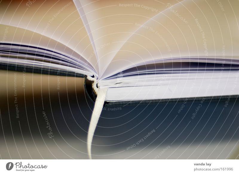 Buch Lesezeichen Bildung Arbeit & Erwerbstätigkeit Berufsausbildung Studium klug Wissen Bibliothek gebunden aufgeschlagen Kunst Kultur Kommunizieren achchlagen