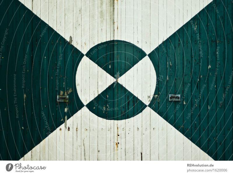 tor Dorf Tür Kunst graphisch Kreis Linie grün weiß Holz Tor Scheune Hof Hintergrundbild alt Dreieck Farbe Geometrie Farbfoto Gedeckte Farben Textfreiraum links