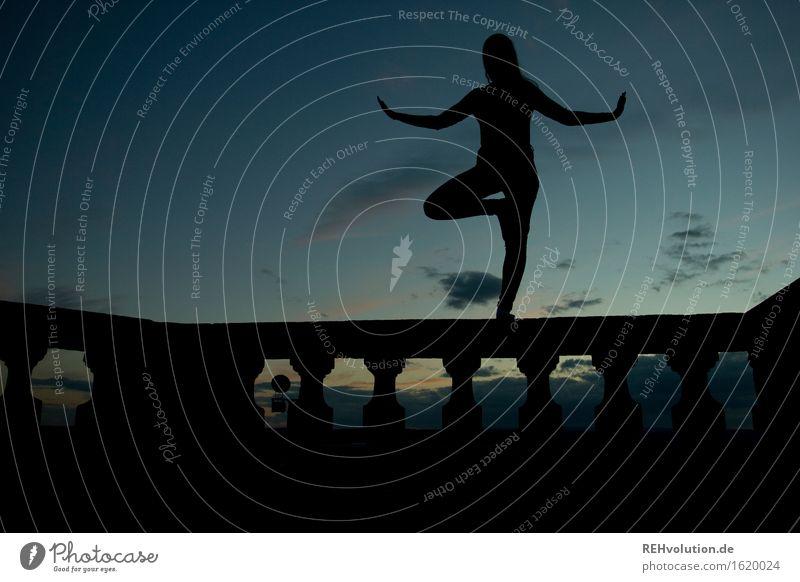 lioba-yoga Sport Fitness Sport-Training Yoga Mensch feminin Junge Frau Jugendliche 1 18-30 Jahre Erwachsene Himmel Wolken Erholung ästhetisch sportlich frei