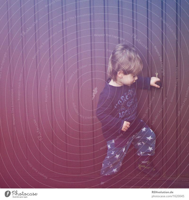 das muss doch irgendwie aufgehen Mensch Kind Freude Bewegung klein maskulin Zufriedenheit Freizeit & Hobby blond geschlossen Abenteuer Neugier entdecken