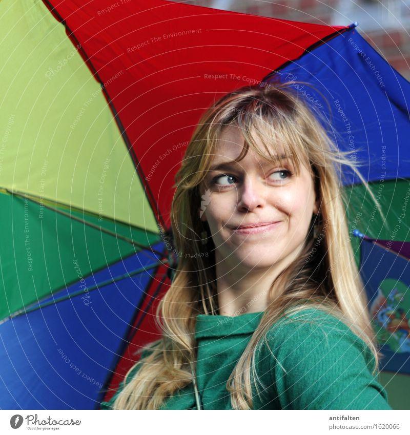 Sonne oder Regen? Mensch Frau blau grün Sommer rot Gesicht Erwachsene Auge gelb Leben Herbst lustig natürlich Glück Kopf