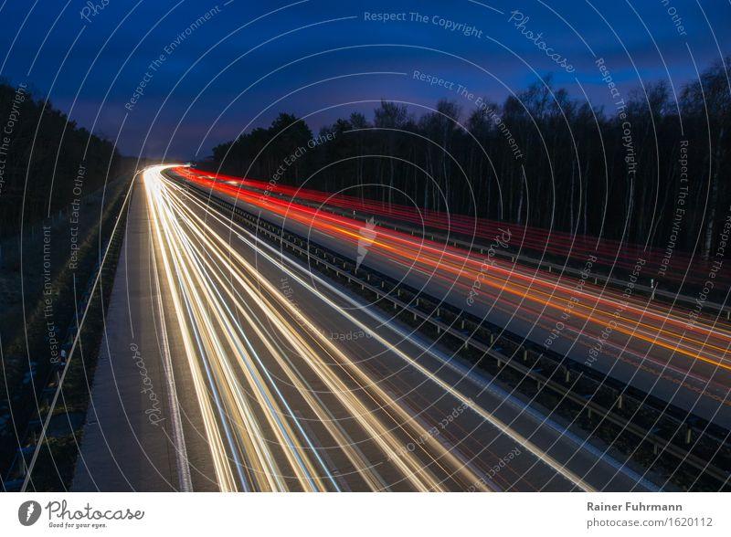 """Die A 10, der Berliner Ring bei Nacht Verkehrswege Straßenverkehr Autobahn fahren Ferien & Urlaub & Reisen Tourismus Ferne """"Lichtzieher Scheinwerfer rot weiß"""