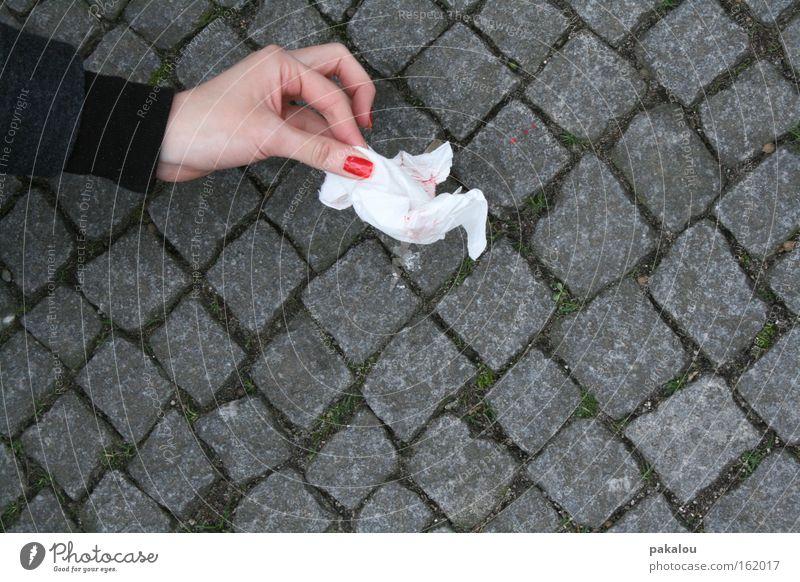 soll sich jeder seinen teil denken Hand Blut Nagellack Farbe Farbstoff Tropfen Asphalt Straße Bürgersteig finden Taschentuch Tuch Recycling Stein Bodenbelag