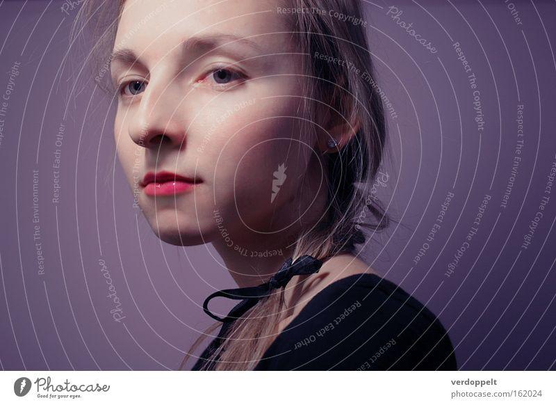 Frau schön Gesicht Farbe Stil Mode Beautyfotografie Behaarung purpur