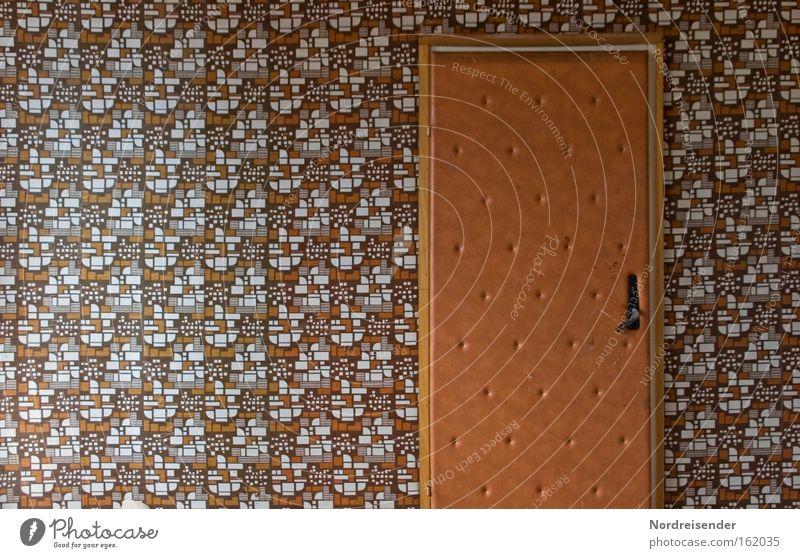 Zum Diktat bitte Tapete Raum Mauer Wand Tür alt verrückt trashig Einsamkeit Farbe Nostalgie Stadt Vergangenheit Wandel & Veränderung Häusliches Leben Zeit