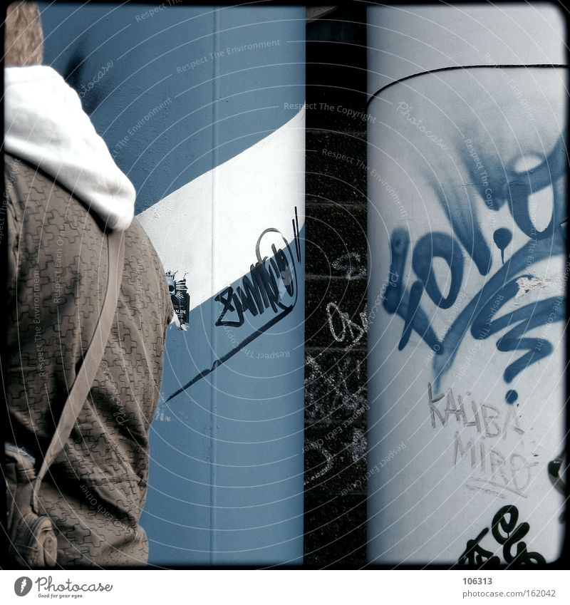 Fotonummer 116844 Mann blau Stadt Graffiti Metall dreckig Bekleidung Industrie Wissenschaften Typ Berlin-Mitte