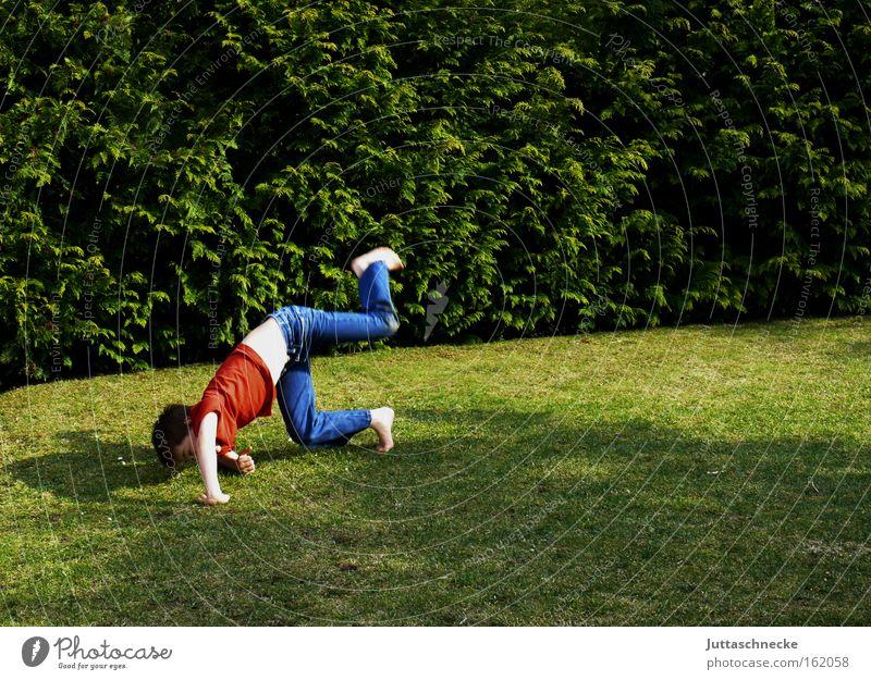 Ferien!!! Kind Ferien & Urlaub & Reisen Freude Spielen Junge Garten frei genießen Turnen Salto toben Übermut Überschlag