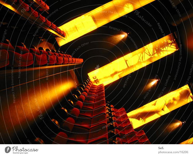 Traumpalast 4 rot schwarz gelb Lampe dunkel Raum Kunst leer Filmindustrie Freizeit & Hobby Kultur Streifen Theater Kino Sessel ausgehen