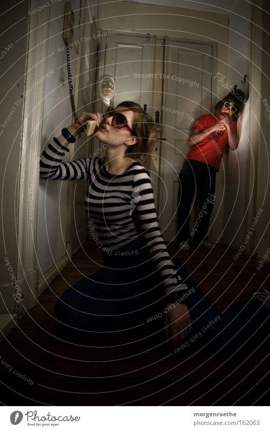 amüsement Frau Mann weiß rot sprechen Wohnung Telefon Kreis Schweiz Zigarette Sonnenbrille Telefongespräch gestreift Telekommunikation Arbeit & Erwerbstätigkeit