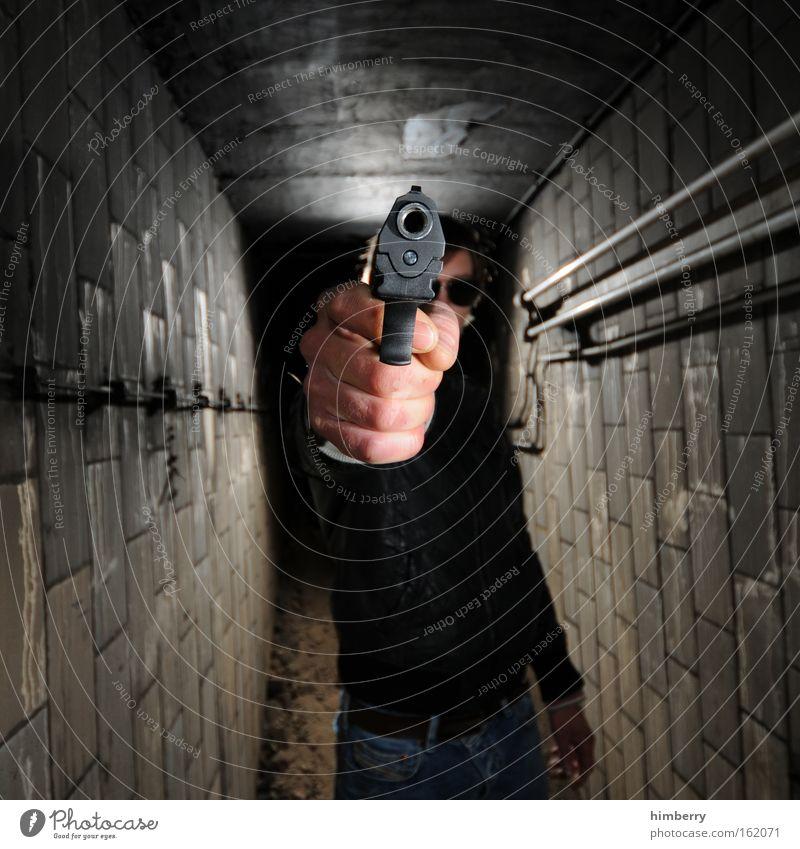 photoshooter Mensch Jugendliche Erwachsene Krimineller Junger Mann Kraft Angst 18-30 Jahre maskulin gefährlich Coolness bedrohlich Wut Gewalt Krieg Aggression