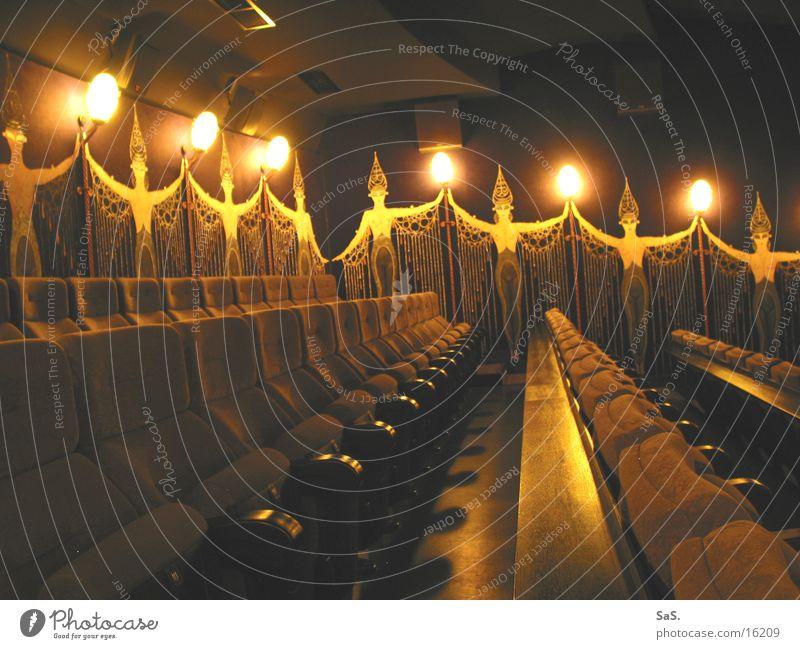 Traumpalast 1 schwarz gelb Lampe dunkel Raum Kunst leer Filmindustrie Freizeit & Hobby Kultur Streifen Theater Kino Sessel ausgehen