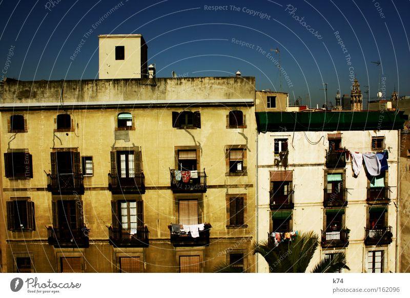 patio alt Stadt Haus Leben Fenster Gebäude Stimmung Architektur Wohnung Zeit Fassade Dach Häusliches Leben Lebensfreude Balkon